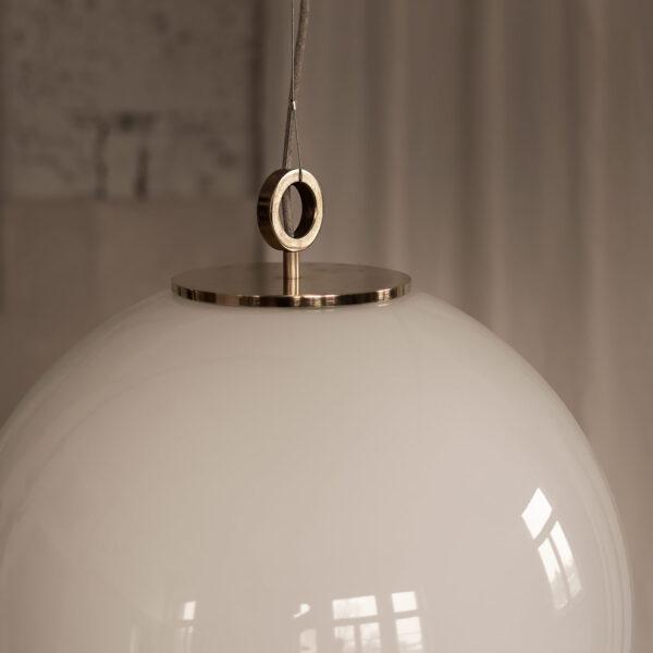 bardzo duża biała kula lampa wisząca z mosiądzem