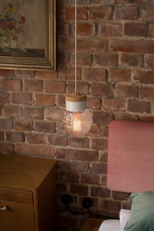 mała wisząca lampa korek porcelana szkło Granat