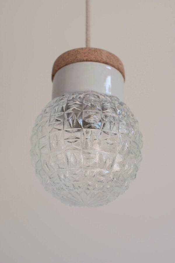 mała wisząca lampa korek porcelana
