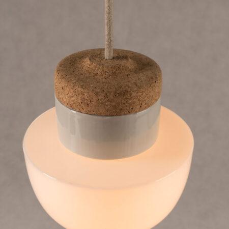wisząca lampa korkowa z kloszem szklanym białym Grzybek 2