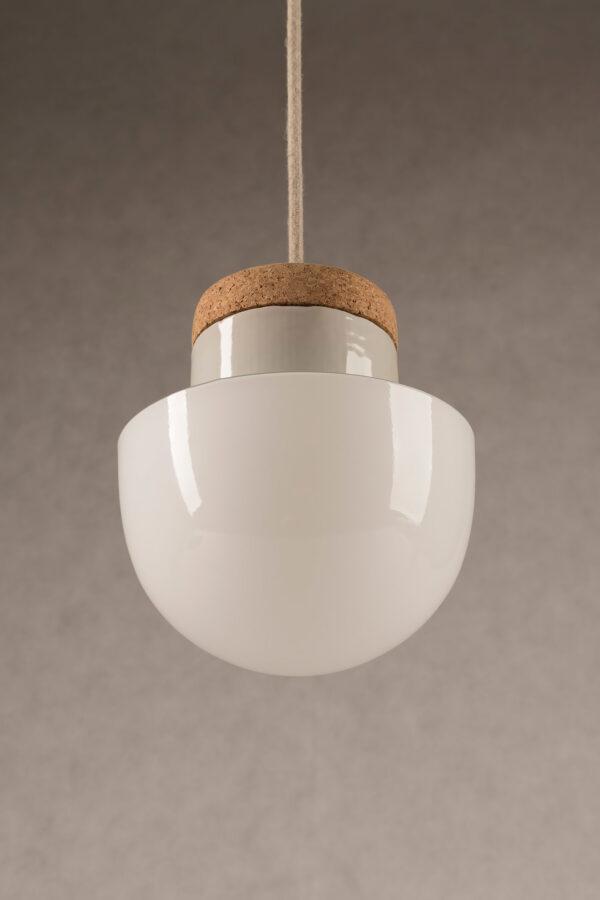 wisząca lampa korkowa z kloszem szklanym białym Grzybek