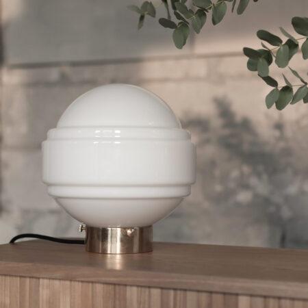 Saturn Szklana lampa stołowa z mosiądzem