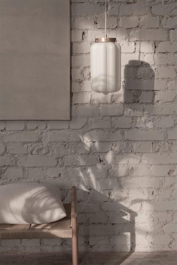 Szklana lampa wisząca Deco mleczne z deklem mosiężnym