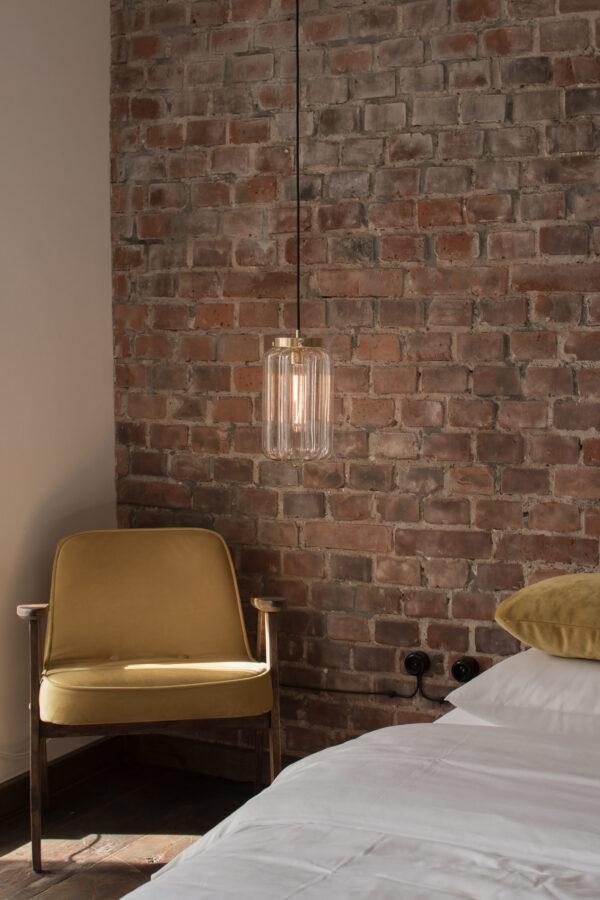 Szklana lampa wisząca Deco jasne do sypialni