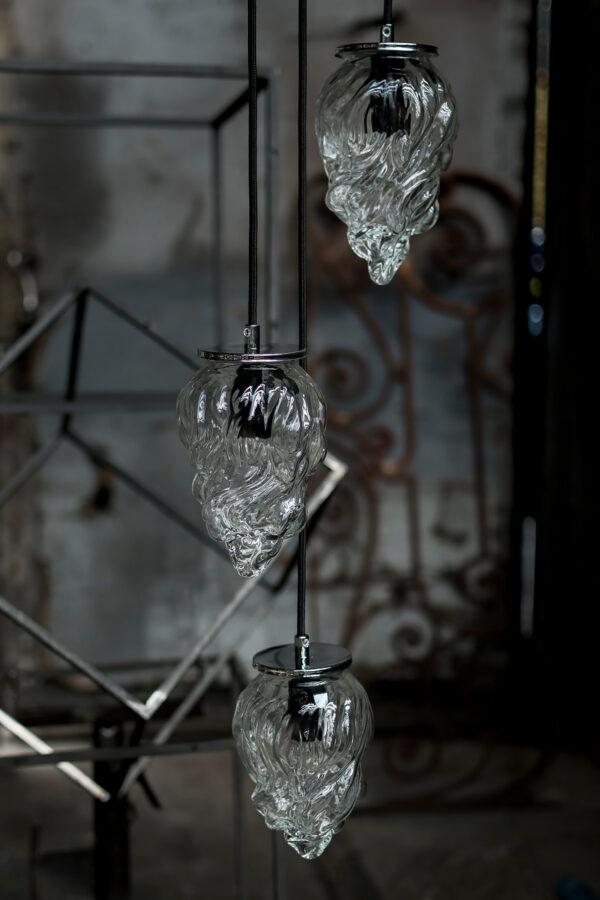 mała szklana lampa wisząca w grupie